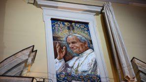 5 papieskich okien