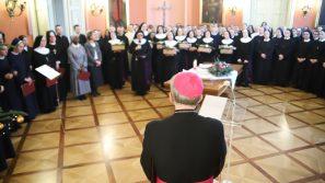 Osoby konsekrowane z życzeniami u arcybiskupa