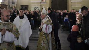 Badania ISKK: Więcej osób na niedzielnych Mszach św. i u Komunii Świętej