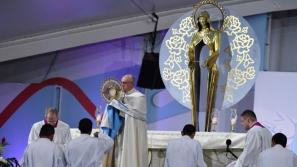 """Papież do młodych podczas czuwania: Powiedzenie Panu """"tak"""" to odwaga, by przyjąć życie takim, jakim jest"""