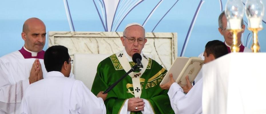 Papież w homilii Mszy Św. Posłania: Nie jesteście przyszłością, lecz Bożym teraz