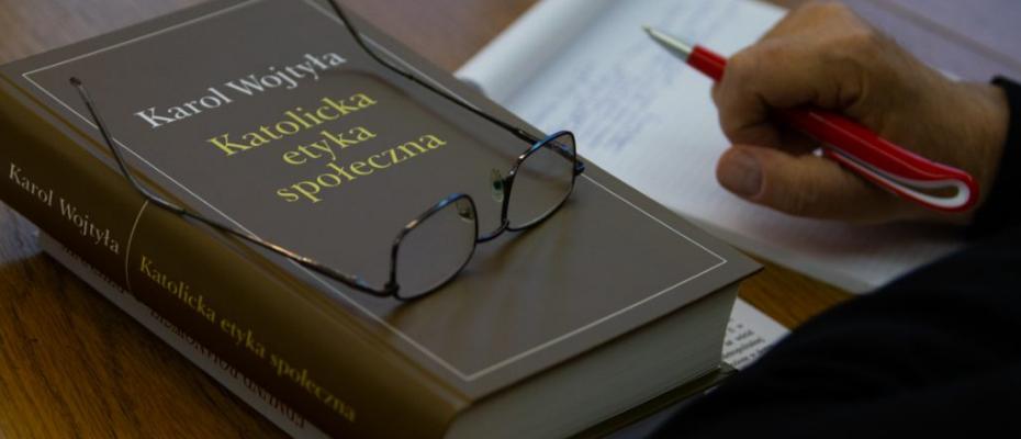"""Książkowe wydanie skryptu Karola Wojtyły """"Katolicka etyka społeczna"""""""