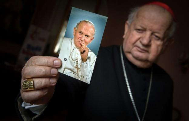 """Jan Paweł II nie tolerował """"kultury milczenia"""" w sprawie wykorzystywania seksualnego (wywiad)"""