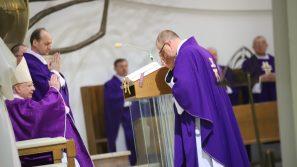 Świat chce skrępować Kościół