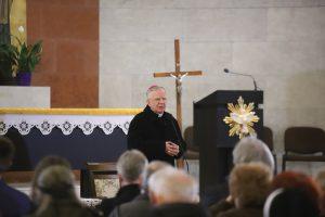 Co robić gdy dziecko nie chce chodzić do kościoła? Dialogi z Arcybiskupem