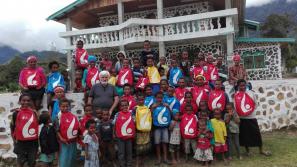 Plecaki z krakowskich Światowych Dni Młodzieży u michalitów w Papui Nowej Gwinei