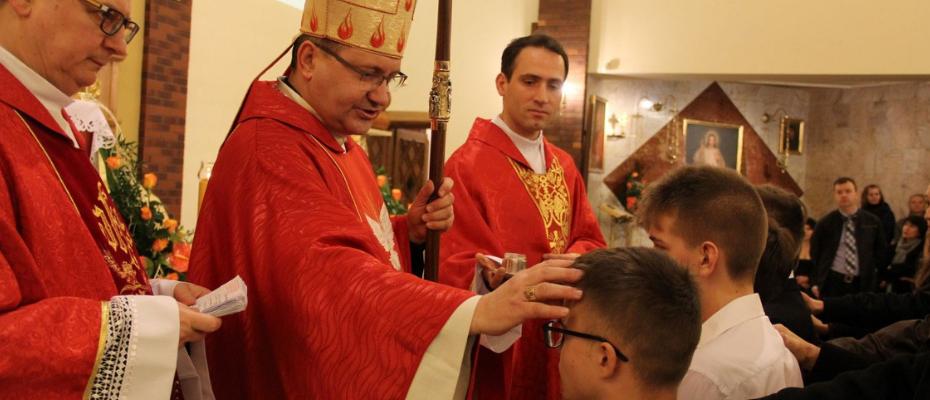 Bierzmowani wspierają chrześcijan prześladowanych w Ziemi Świętej