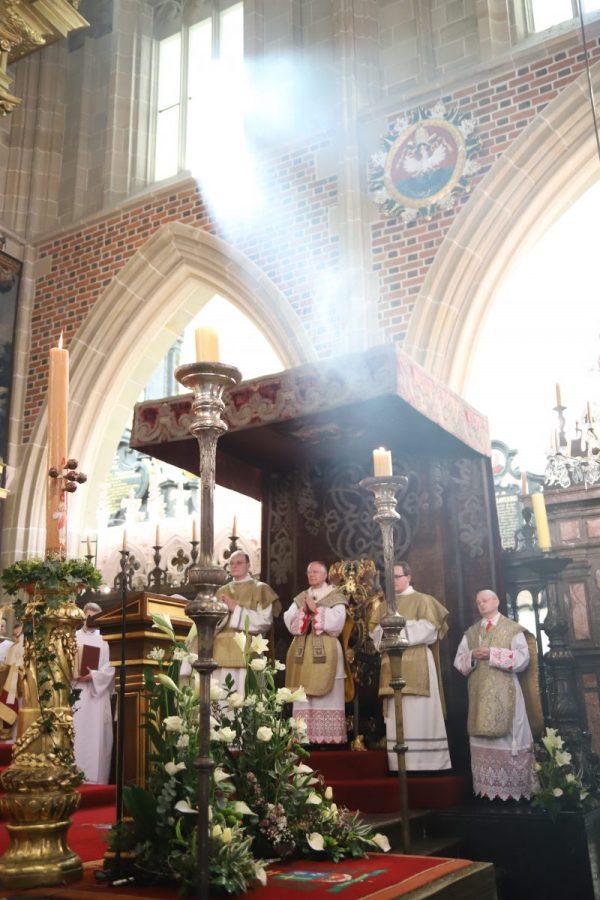 Abp Marek Jędraszewski: Święci Piotr i Paweł to filary i światło Kościoła. Uroczystość Zmartwychwstania Pańskiego w Katedrze Wawelskiej