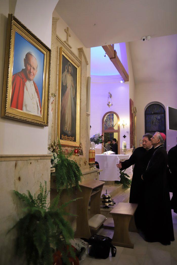 Pokonać trudności to otworzyć się na dary Ducha Świętego. Bierzmowanie w parafii Matki Bożej Nieustającej Pomocy w Krakowie-Bielanach