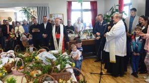 Kardynał Dziwisz poświęcił pokarmy w Domu Miłosierdzia w Brzegach