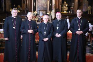 Kanonicy Kapituły Katedralnej w Katedrze Wawelskiej to także strażnicy tradycji, a więc tego co wielkie, prawdziwe i dobre. Msza św. z obrzędem instalacji kanoników gremialnych Kapituły Katedralnej w Katedrze Wawelskiej.