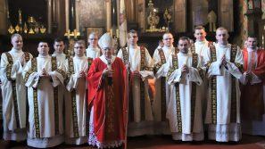 Abp Marek Jędraszewski: We współczesnym świecie potrzeba odważnych świadków Chrystusa. Święcenia diakonatu w Katedrze Wawelskiej.