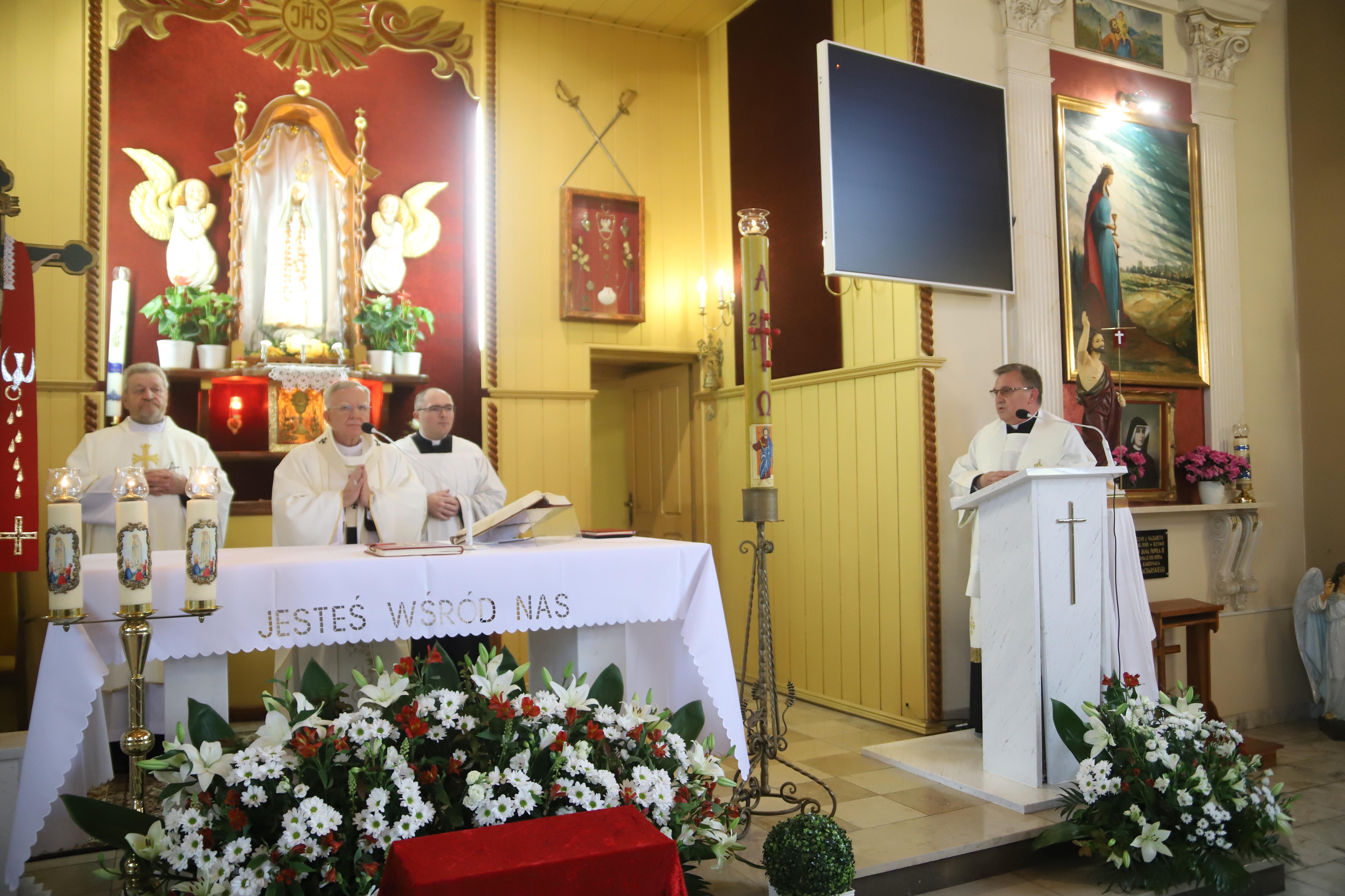 Otwórzcie się na dary Ducha Świętego! Bierzmowanie w kościele rektoralnym Matki Bożej Fatimskiej w Jankowicach.