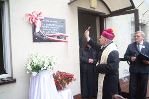 Podstawą tożsamości Polaków jest Chrystus. Msza św. oraz apel z okazji nadania imienia św. Jana Pawła II Szkole Podstawowej w Miejscu