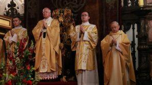 Spojrzenie na Serce Trójcy Przenajświętszej pomaga pokonać wszelkie przeciwności. Msza św. w 70. rocznicę urodzin prezydenta Lecha Kaczyńskiego.