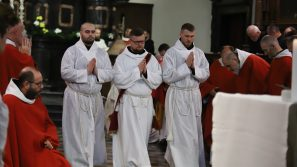 Posługa kapłańska włączona jest w dzieło zbawienia świata. Święcenia diakonatu i prezbiteratu w Tyńcu