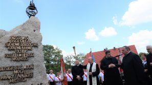 Jesteśmy zobowiązani do tego, by przyjąć prawdy zawarte w nauczaniu Jana Pawła II. Msza św. w 40-lecie pierwszej pielgrzymki Jana Pawła II do Polski, odprawiona w parafii pw. św. Bartłomieja w Morawicy.