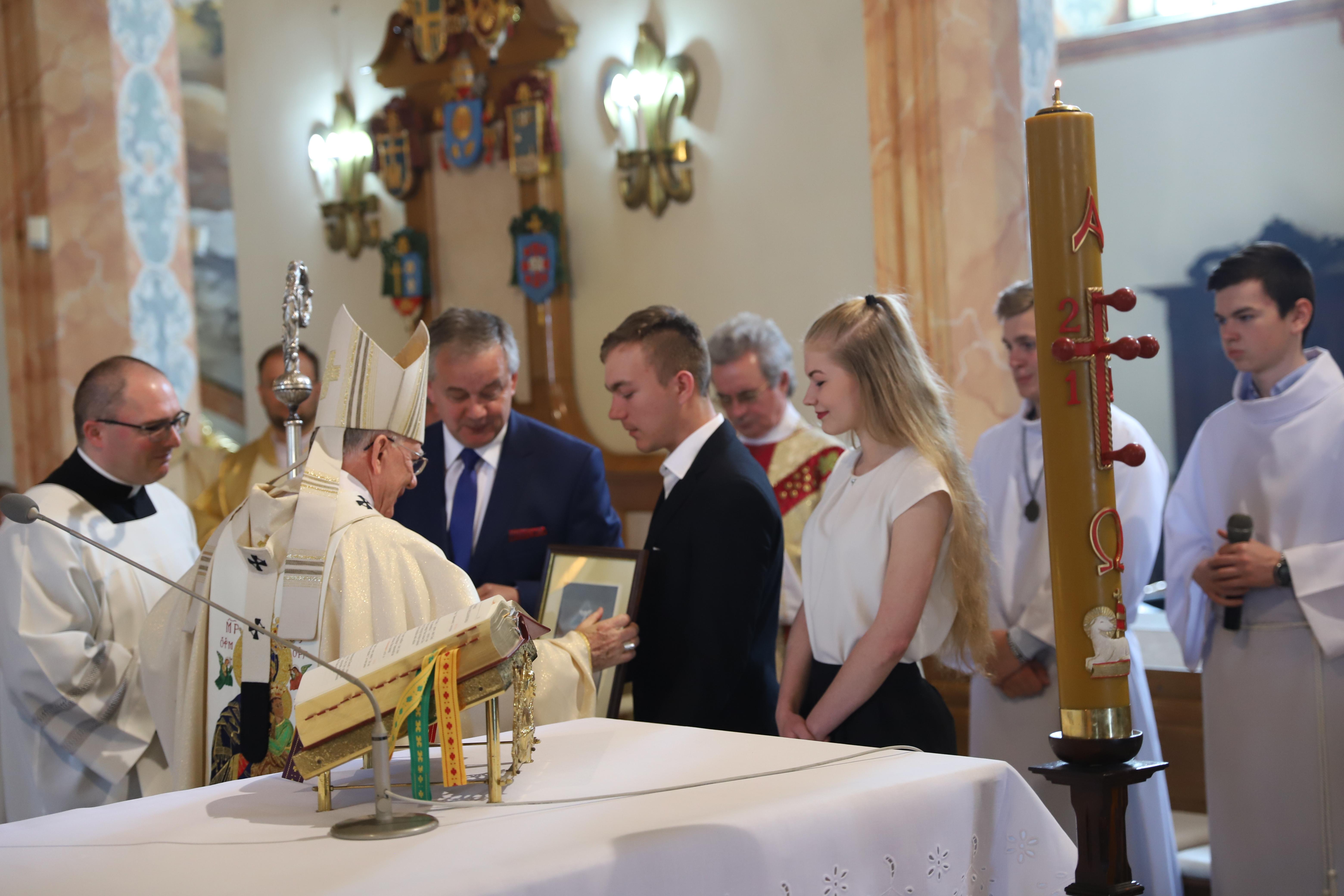 Chrześcijanie muszą świadczyć o Jezusie jak św. Paweł i św. Jan Paweł II. Msza św. z okazji finału Konkursu Papieskiego Ochotniczych Hufców Pracy w Bazylice Ofiarowania NMP w Wadowicach