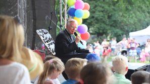 Dialogi dzieci z metropolitą krakowskim arcybiskupem Markiem Jędraszewskim.