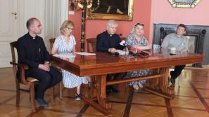 Konferencja prasowa na temat pikniku rodzinnego, modlitwy o duchową odnowę Krakowa oraz organizacji Uroczystości Najświętszego Ciała i Krwi Chrystusa