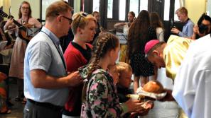 Bp Pindel do oazowiczów: jesteście zaproszeni do chodzenia za Jezusem – na dobre i na złe