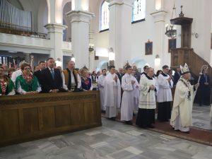 Krzyż scala w sobie wszystkie najważniejsze wartości. Msza św. z okazji 100-lecia Związku Podhalan w parafii pw. Najświętszego Serca Jezusowego w Nowym Targu.