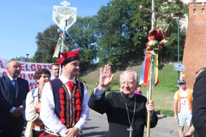 Abp Jędraszewski: Pielgrzymując pod znakiem Chrystusowego krzyża należy głosić prawdę o Jego zbawieniu.