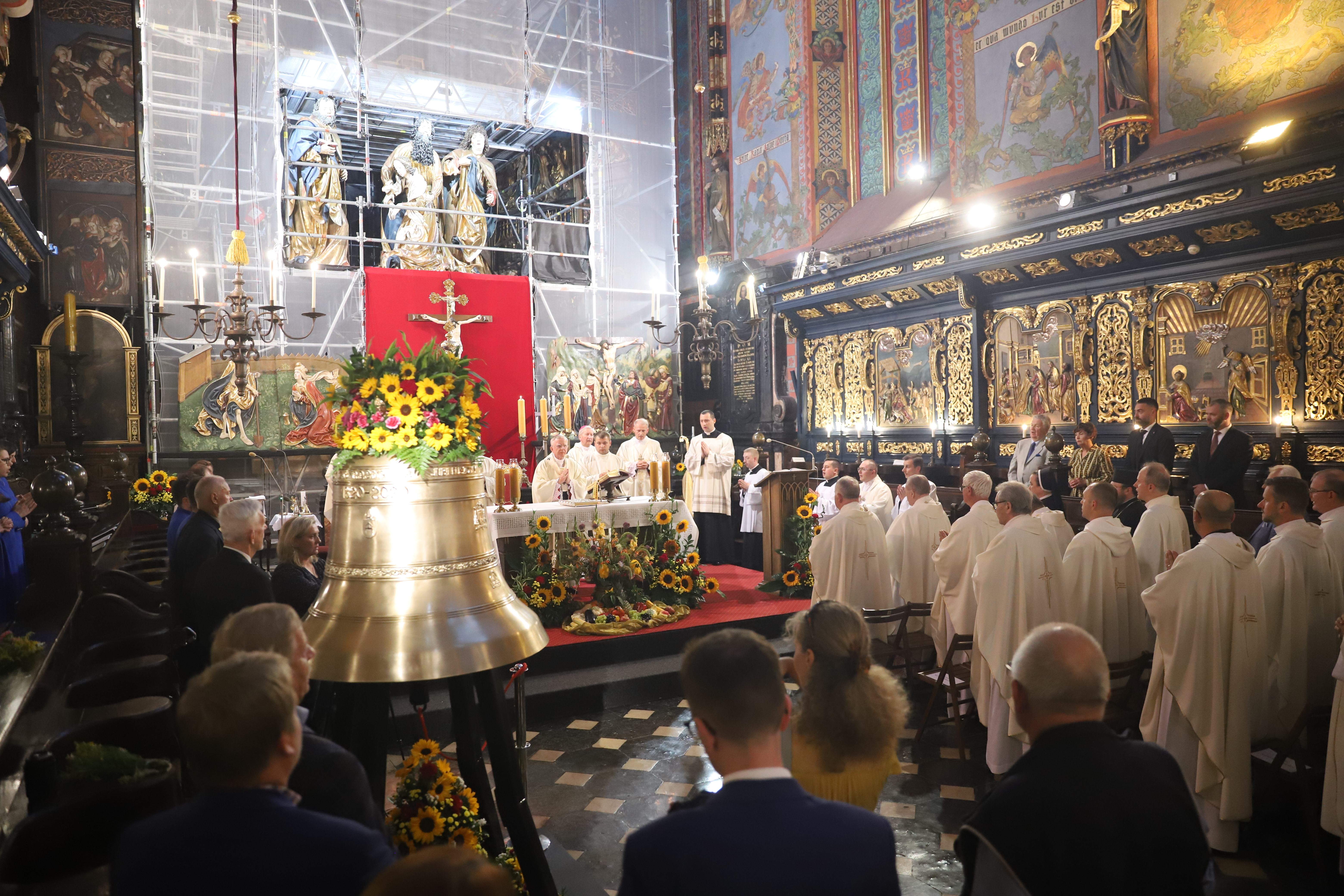 Dzwon św. Józef z Nazaretu rozbrzmiał w Bazylice Mariackiej.