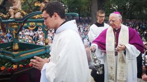Abp Dzięga: Maryja staje od 2 tysięcy lat przy Bogu i prosi o szansę dla ludzkości.