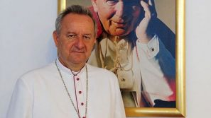Biskup Jan Ozga z Kamerunu dziękuje arcybiskupowi Markowi Jędraszewskiemu