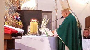 Parafia jest wspólnotą miłości. Msza św. z okazji siedemdziesięciolecia erygowania parafii pw. Najświętszej Maryi Panny Królowej Polski w Michałowicach.