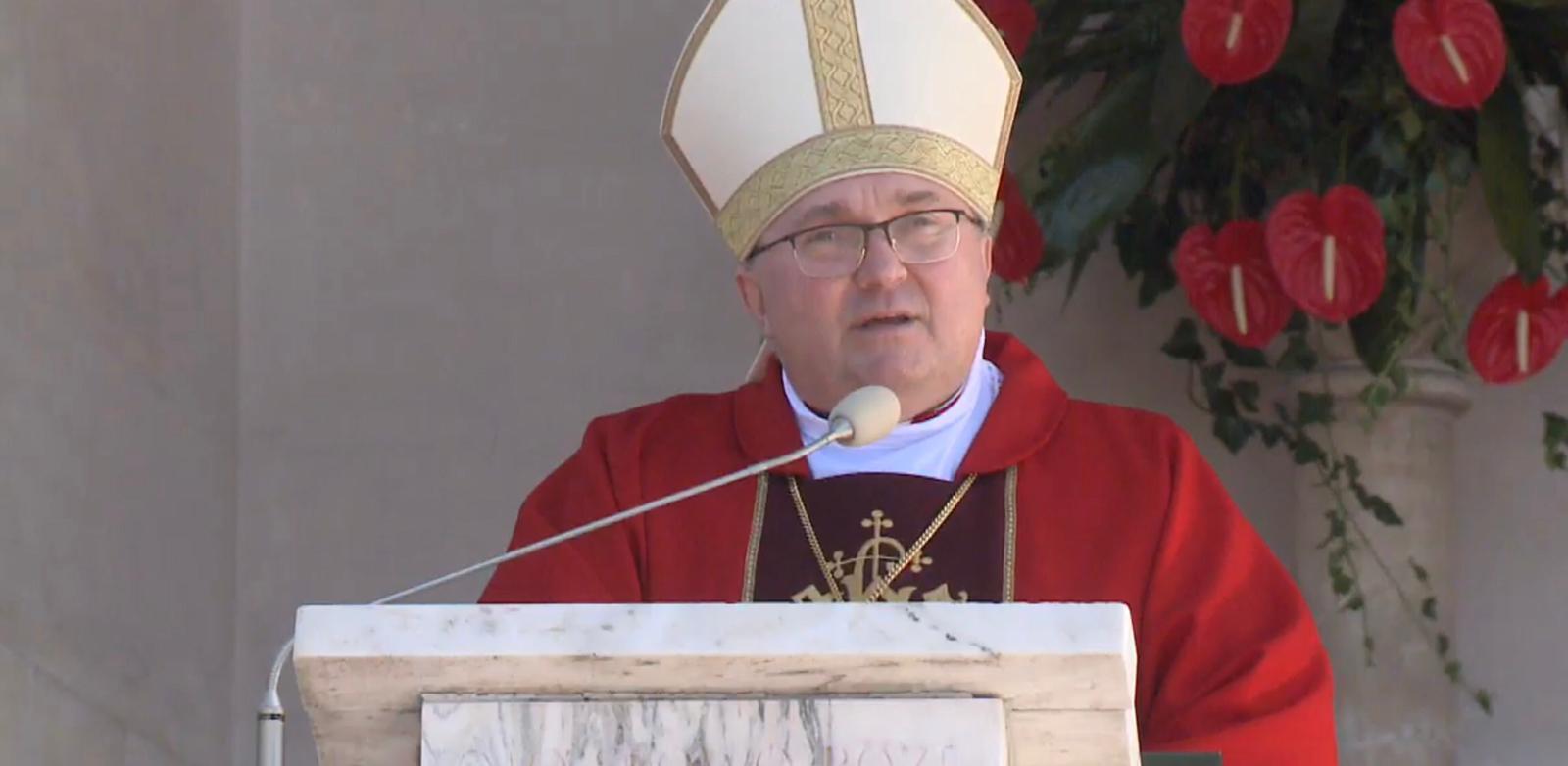 Bp Mastalski: Potrzeba wiele odwagi, by stanąć w obronie krzyża.