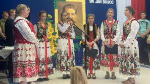 Abp Marek Jędraszewski w Czarnym Dunajcu: szkoła to miejsce, w którym wzrasta się do miłości