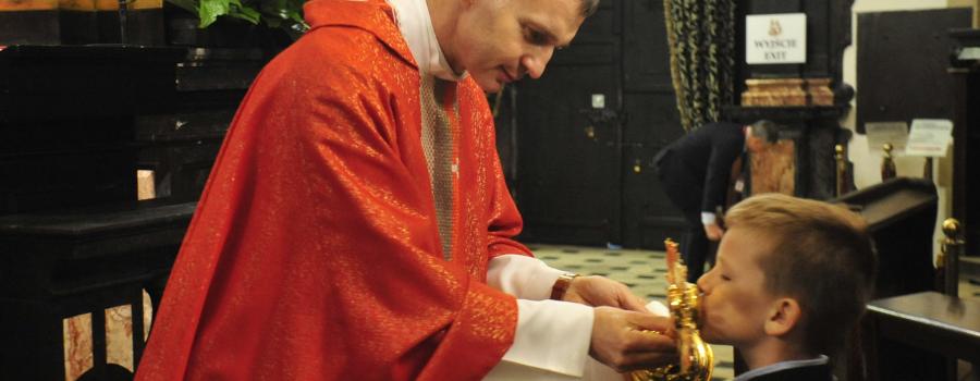 Przekazanie relikwii św. Stanisława Biskupa Męczennika parafii w Falkowicach