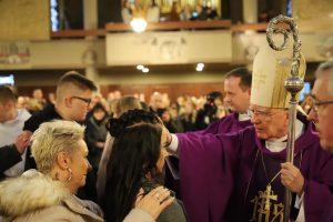 Abp Marek Jędraszewski podczas bierzmowania w Hanowerze: Należy czuwać i być gotowym na spotkanie z Chrystusem