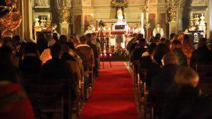 Abp Marek Jędraszewski podczas rorat akademickich: Boże Narodzenie jest każdego dnia