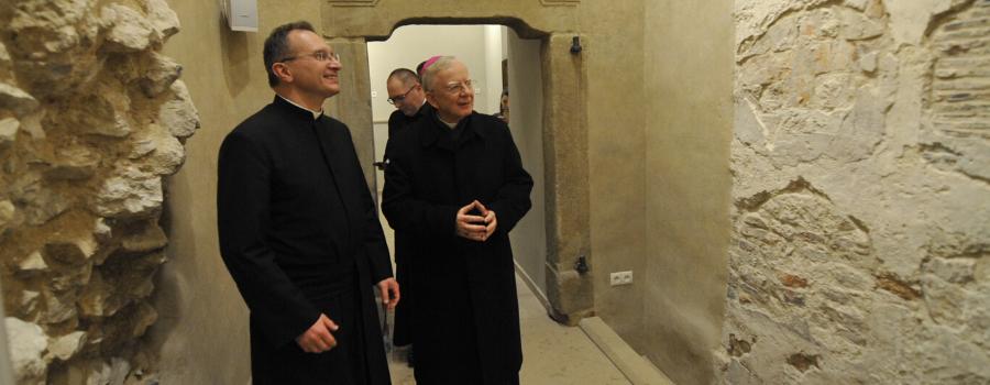 Abp Marek Jędraszewski podczas poświęcenia krypty u Pijarów: Tutaj szczególnie przeżywamy mękę Pana naszego Jezusa Chrystusa