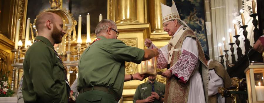 Abp Marek Jędraszewski o Betlejemskim Świetle Pokoju: płomień symbolizuje miłość, pokój i braterstwo