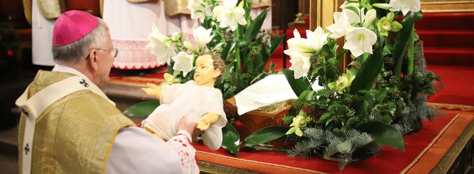 Abp Marek Jędraszewski podczas Pasterki na Wawelu: Biorąc przykład z pasterzy, klęknijmy przed Boskim Logosem