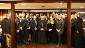 Abp Marek Jędraszewski podczas wigilii duszpasterstwa młodzieży: Bądźcie świadkami Chrystusowej mocy!