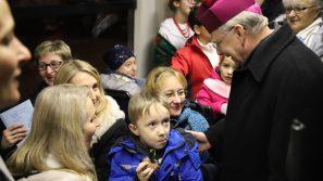 Kolędowanie z arcybiskupem w świątecznym tramwaju MPK