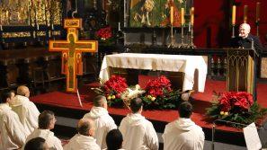 Abp Marek Jędraszewski podczas modlitwy z braćmi z Taizé: Nie jesteśmy wykorzenieni, bo doświadczamy obecności Boga