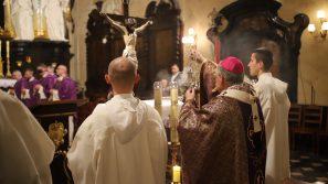 Abp Marek Jędraszewski o miłosierdziu i pokoju serca, które można odnaleźć w Chrystusowym krzyżu