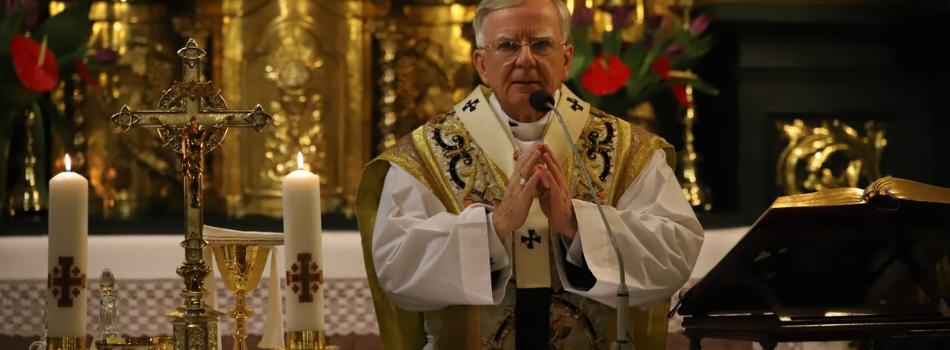 Abp Marek Jędraszewski w sanktuarium św. Józefa: Sławiąc Maryję wychwalamy wielką miłość Boga
