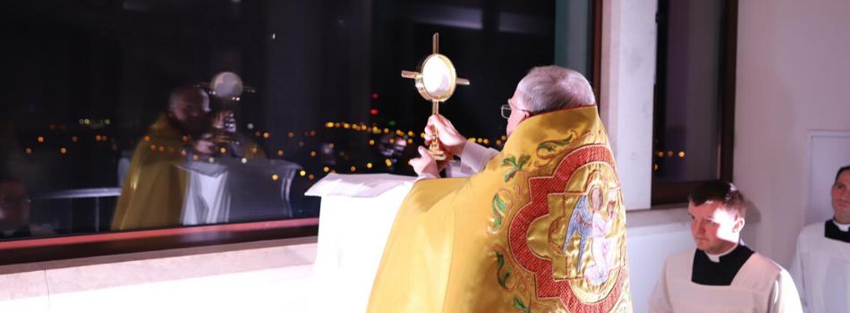 Abp Marek Jędraszewski pobłogosławił Kraków i jego mieszkańców z wieży sanktuarium św. Jana Pawła II