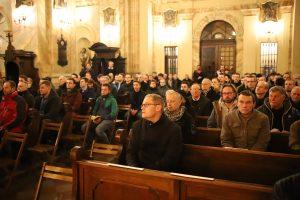 Abp Marek Jędraszewski podczas Męskich Gorzkich Żali o miłości, która jest odpowiedzialnością za drugiego
