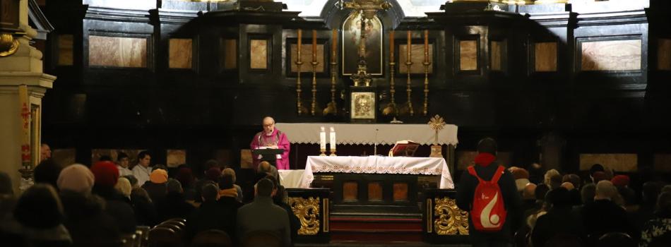 """Kościół stacyjny Świętych Apostołów Piotra i Pawła: """"Krzyż stoi, chociaż zmienia się świat"""""""