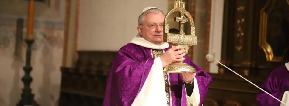 Kościół stacyjny sanktuarium Krzyża Świętego w Mogile: Bóg prowadzi świat do siebie