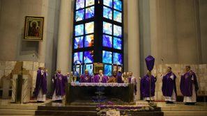 Liturgia stacyjna w kościele św. Jadwigi: Krzyż jest naszą nadzieją!