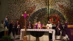 Kościół stacyjny św. Stanisława Kostki: Krzyż jest nadzieją świata